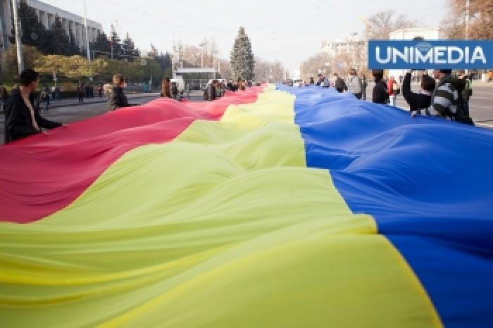 (video, foto) Cel mai lung tricolor românesc a fost desfășurat la Chișinău