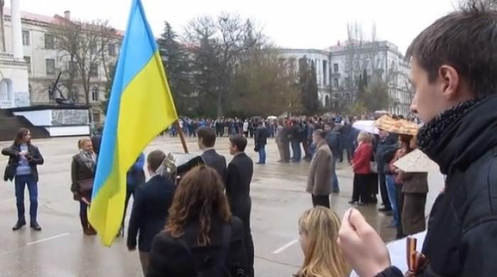 (video) Drapelul și imnul Federației Ruse, ignorate de studenți la Sevastopol