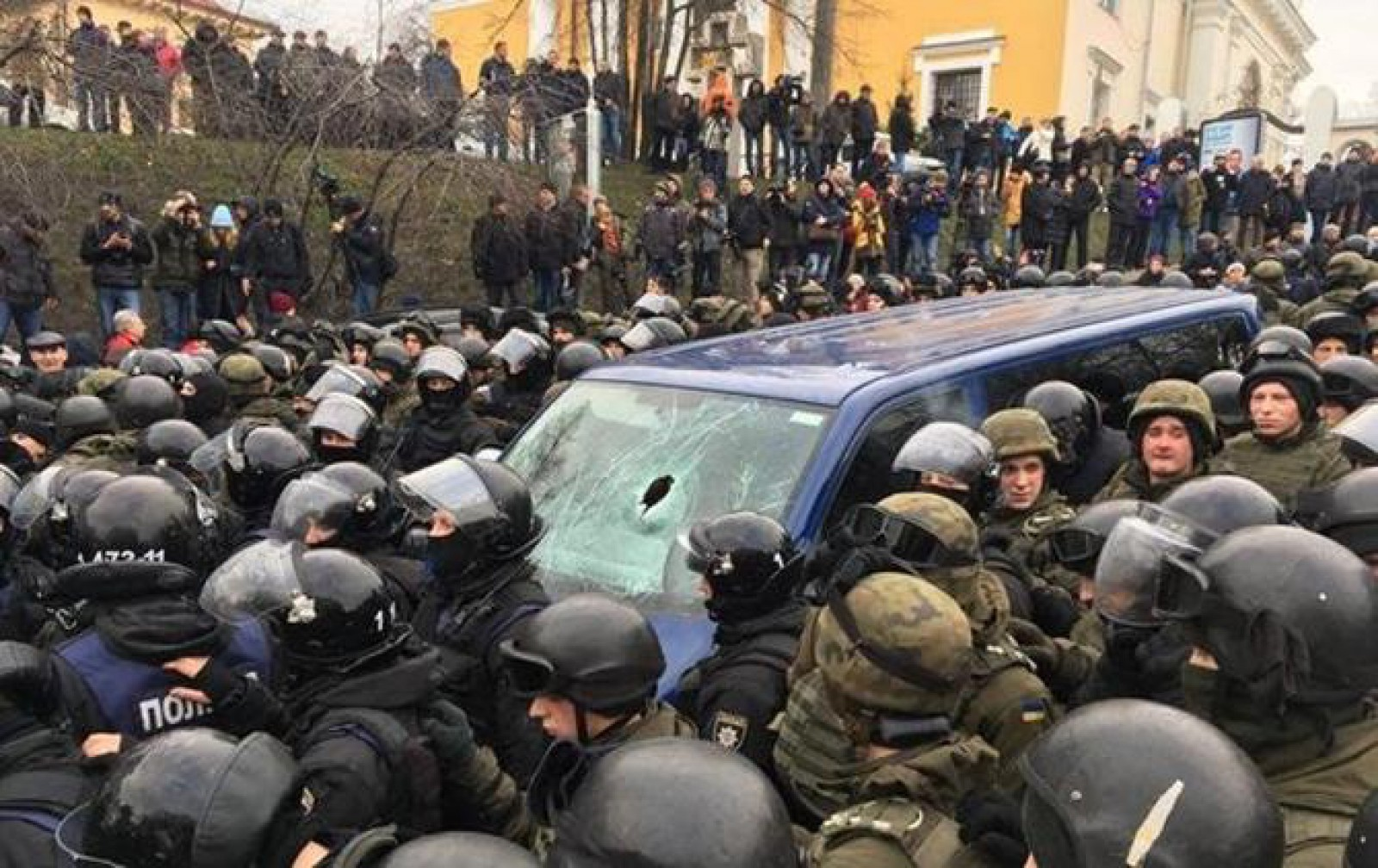 (video) A fost surprins momentul în care susținătorii îl eliberează pe Mihail Saakașvili din mașina de poliție