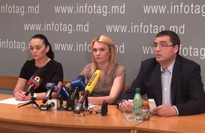 """(video) Angajatele lui Efrim, """"aliatele"""" lui Renato Usatîi"""