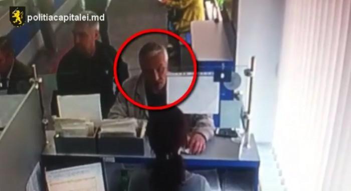 (video) Bărbatul din imagine este căutat. A observat un telefon lăsat pe câteva clipe fără supraveghere și l-a sustras