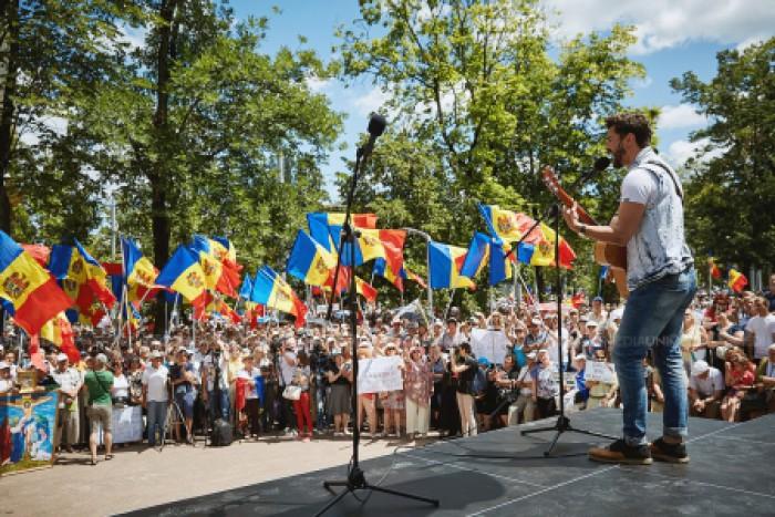 (video) Cavcaliuc afirmă că sunt informații precum că echipamentul acustic de la protestul de duminică ar fi fost furat de la casa de cultură din Cricova