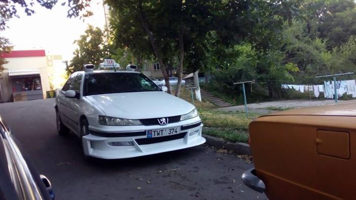 (video) Cine este proprietarul maşinii din Chişinău, replica unui Peugeot 406 din filmul Taxi