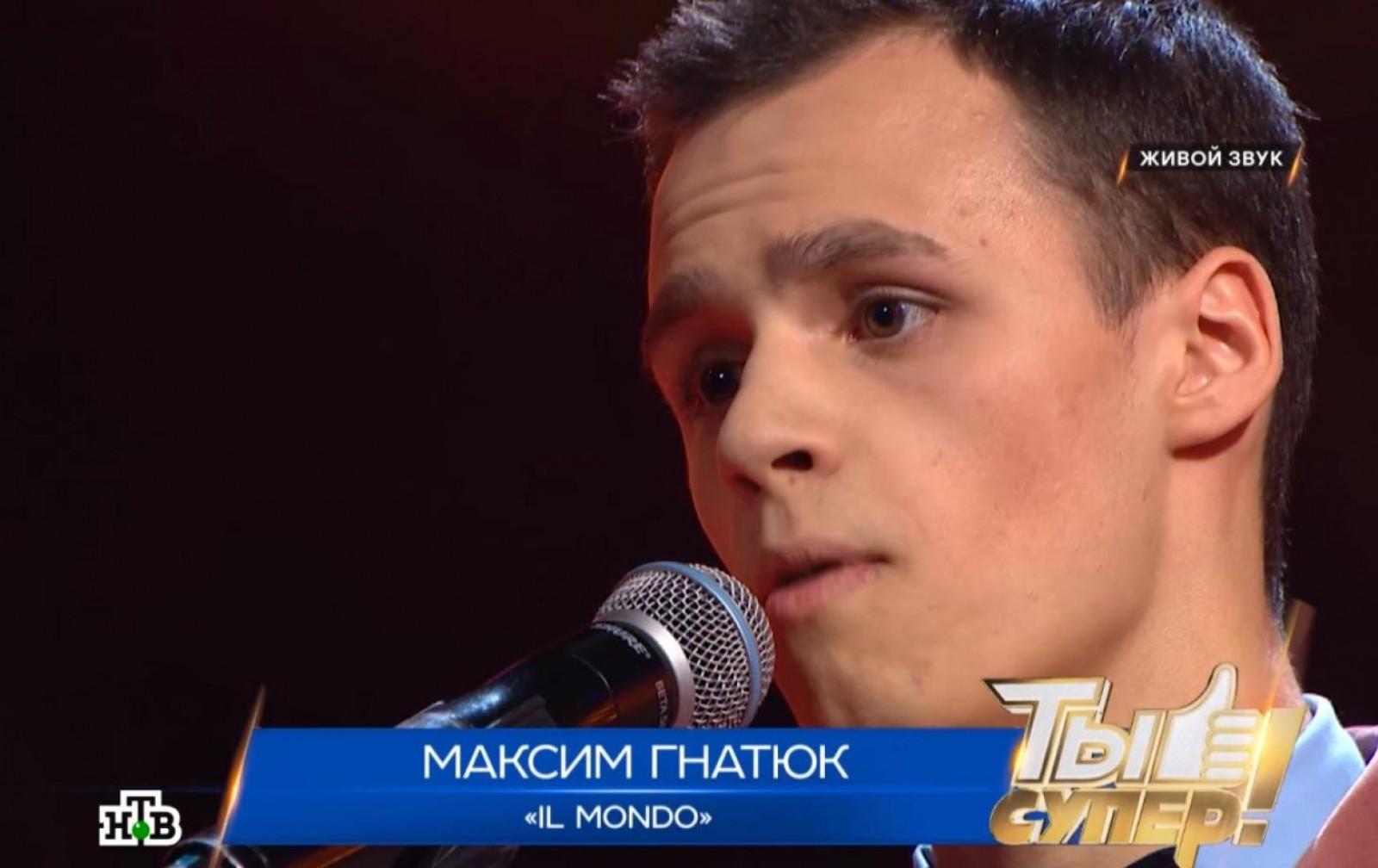 (video) Cum un moldovean din Bălți a ridicat o sală de spectatori în picioare și a întors toate scaunele la un concurs muzical din Rusia