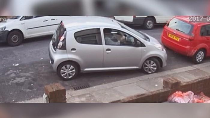 (video) Cum unei şoferiţe nu i-a reuşit parcarea în nouă metri de spaţiu liber