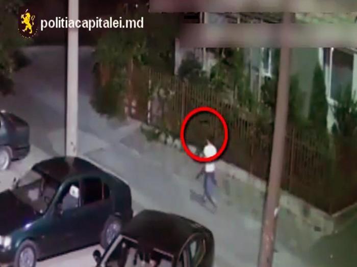 (video) Dacă îl cunoașteți, anunțați poliția. Bărbatul din imagini ar fi atacat și jefuit o femeie