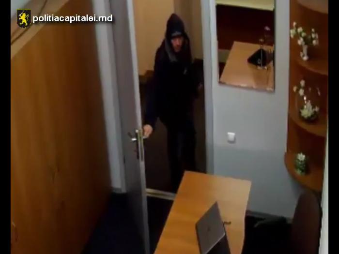 (video) Dacă îl cunoști, anunță poliția. Bărbatul din imagini este suspectat de furt
