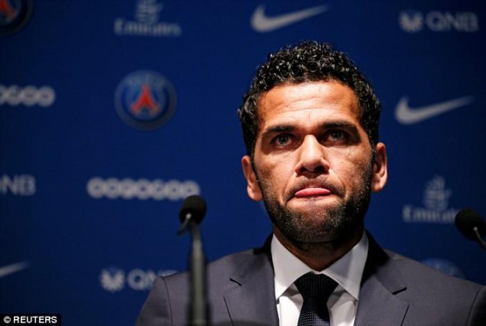 (video) Dani Alves este noul jucător al lui Paris Saint Germain! Brazilianul va avea un salariu imens la gruparea franceză