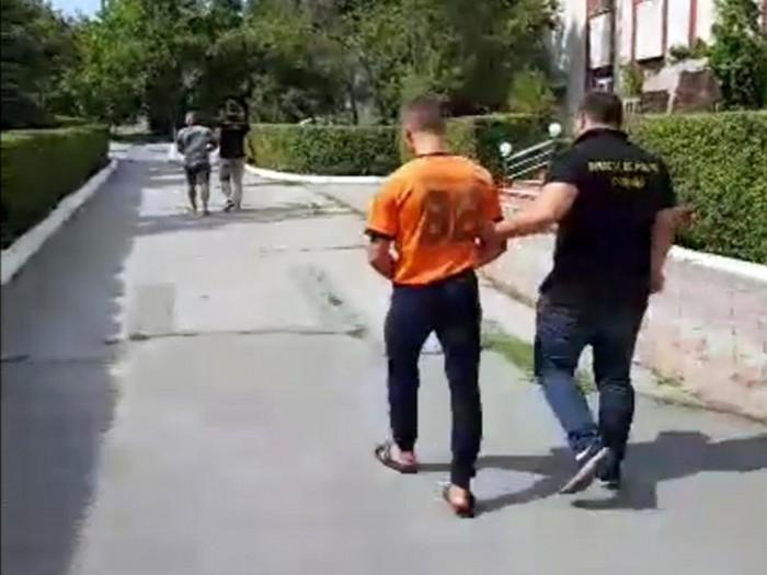 (video) Doi tineri din Criuleni au fost reținuți după ce ar fi violat o adolescentă de 17 ani. Făptașii riscă până la 12 ani de închisoare