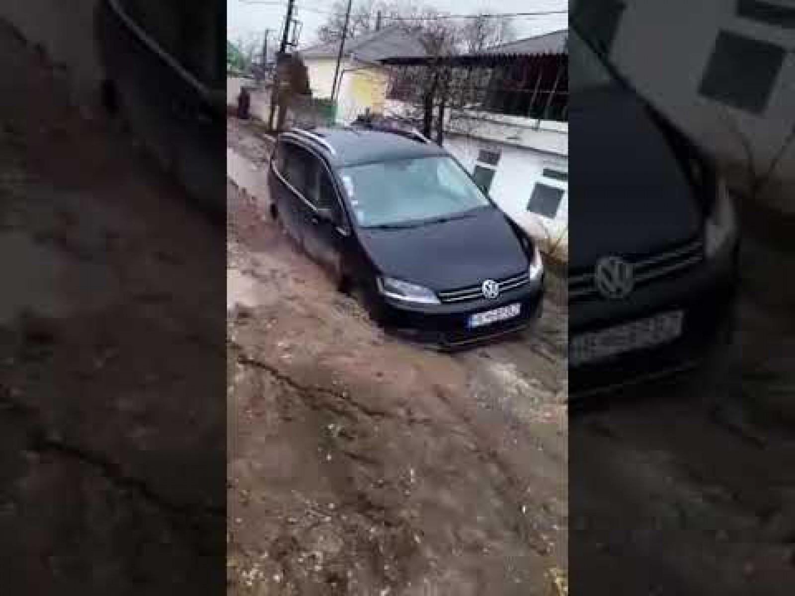 (video) Drumurile – cartea de vizită a oraşului Durleşti. Iată ce a păţit un şofer care a venit de peste hotare
