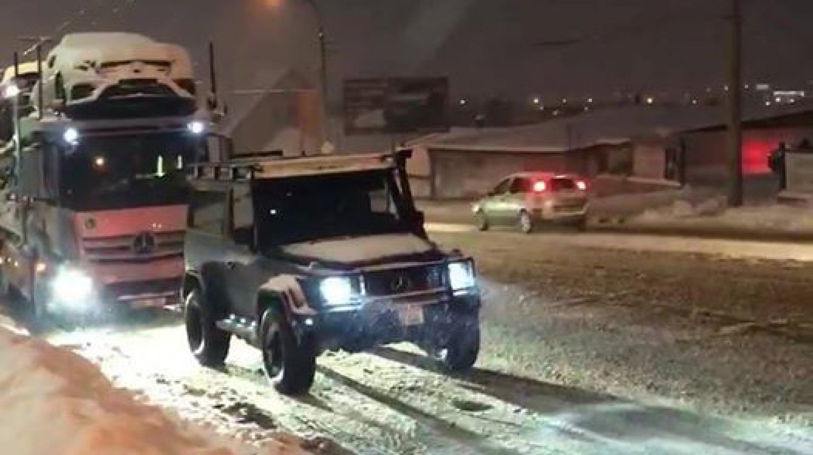 (video) Eroul din Chişinău. Cum ieri şoferul unui G-Class a tractat singur vehicule grele, în total peste 100 de tone