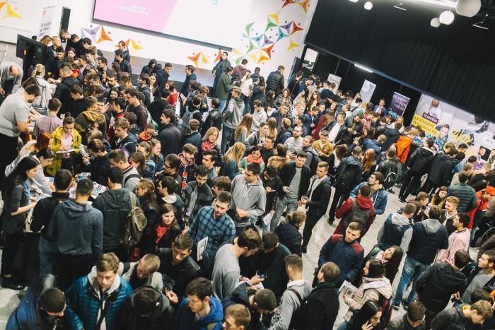 """(video) """"Este un eveniment vital pentru tinerii din IT"""". Sute de studenți au participat la ICT Career Orientation 2017"""