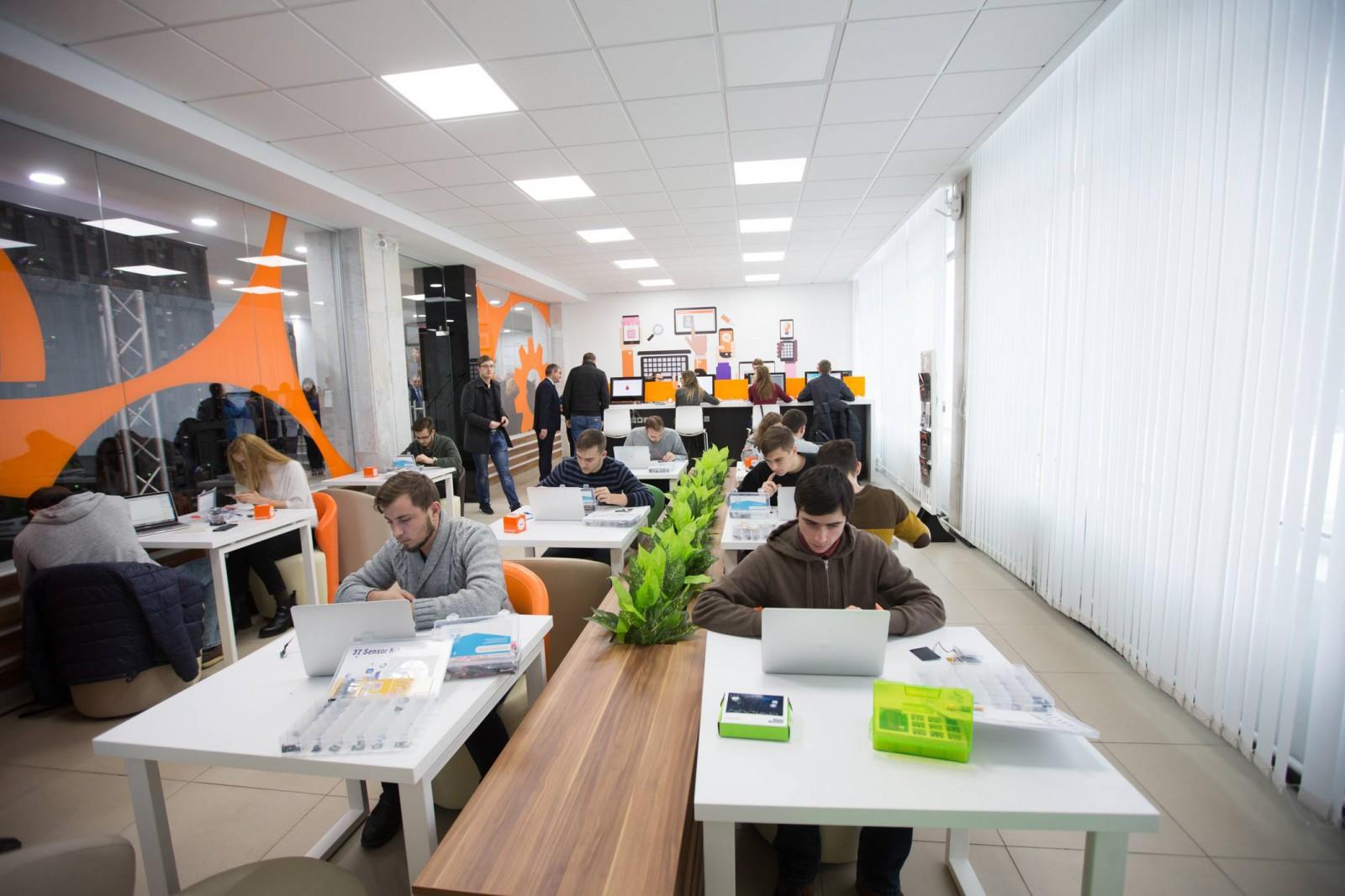 (video) Experienţe digitale incomparabile la Orange WiFi Cafe