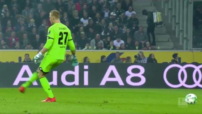 (video) Faza anului în fotbalul european!Portarul formației Mainz a comis o gafă incredibilă într-o partidă din Bundesliga