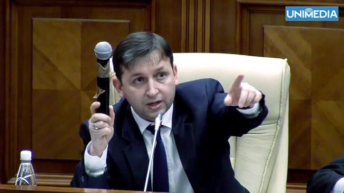 """(video) Faza zilei în Parlament: Comuniștii și microfonul """"buclucaș"""""""