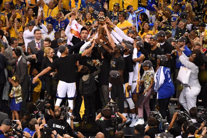 (video) Golden State Warriors este noua campioană din NBA! Kevin Durant și compania au trecut categoric de Cleveland