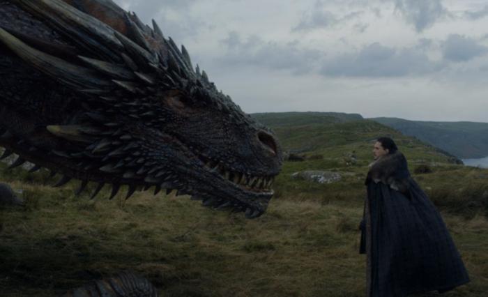 """(video) Imagini din culise: Cum s-a filmat momentul în care Jon Snow face cunoștință cu un dragon, în serialul """"Game of Thrones"""""""