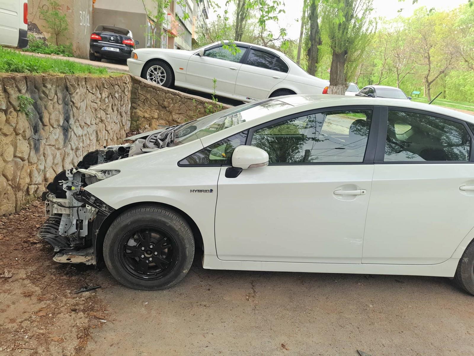 (video) Incident misterios în capitală! I-au desfăcut mașina practic în bucăți, i-au luat nişte bani, dar actele nu i le-au furat