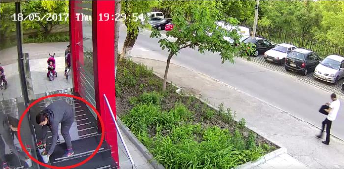 (update, video) Femeile care au fost surprinse furând ghiveciuri cu flori le-au restituit magazinului