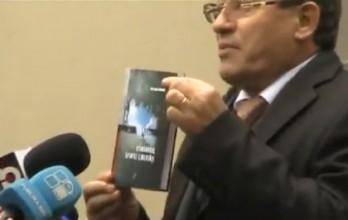 (video) Liderul PL a venit cu cartea lui Gheorghe Ghimpu la ședința AIE: Îl votăm numai pe Lupu