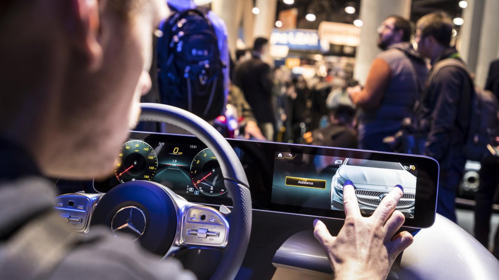 (video) Mercedes-Benz face revoluţie într-o cabină auto cu noul sistem infotainment MBUX