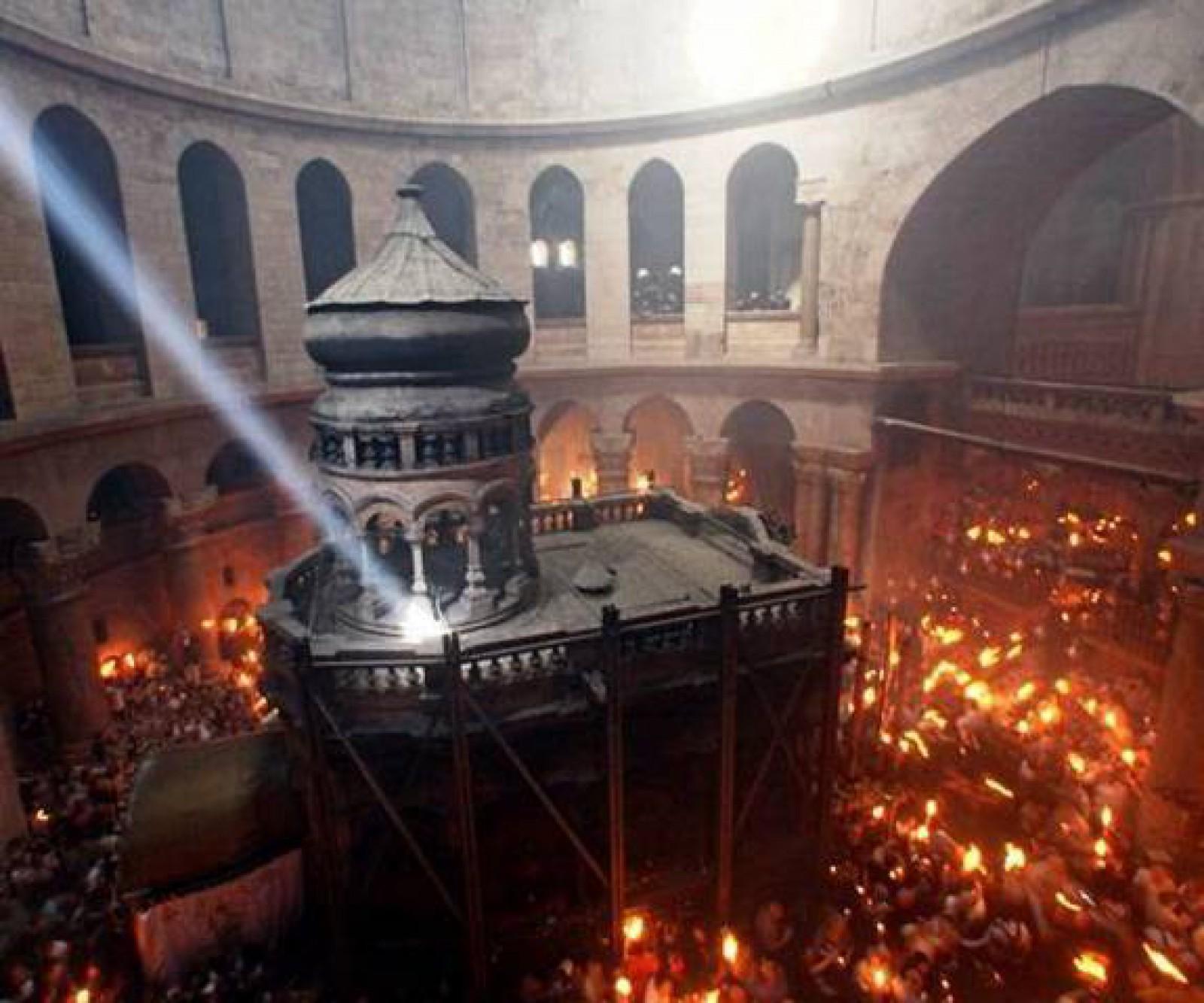(video) Momentul în care lumina sfântă se aprinde la Biserica Mormântului Sfânt din Ierusalim