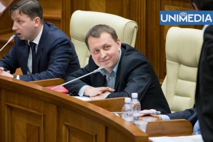 """(video) Pauză de o oră în Parlament, """"de dragul"""" lui Petrenco"""