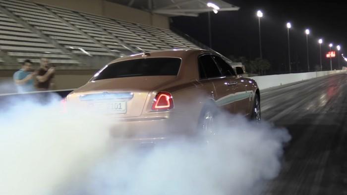 (video) Performanţele dinamice ale unui Rolls-Royce Ghost au fost testate pe o pistă de drag