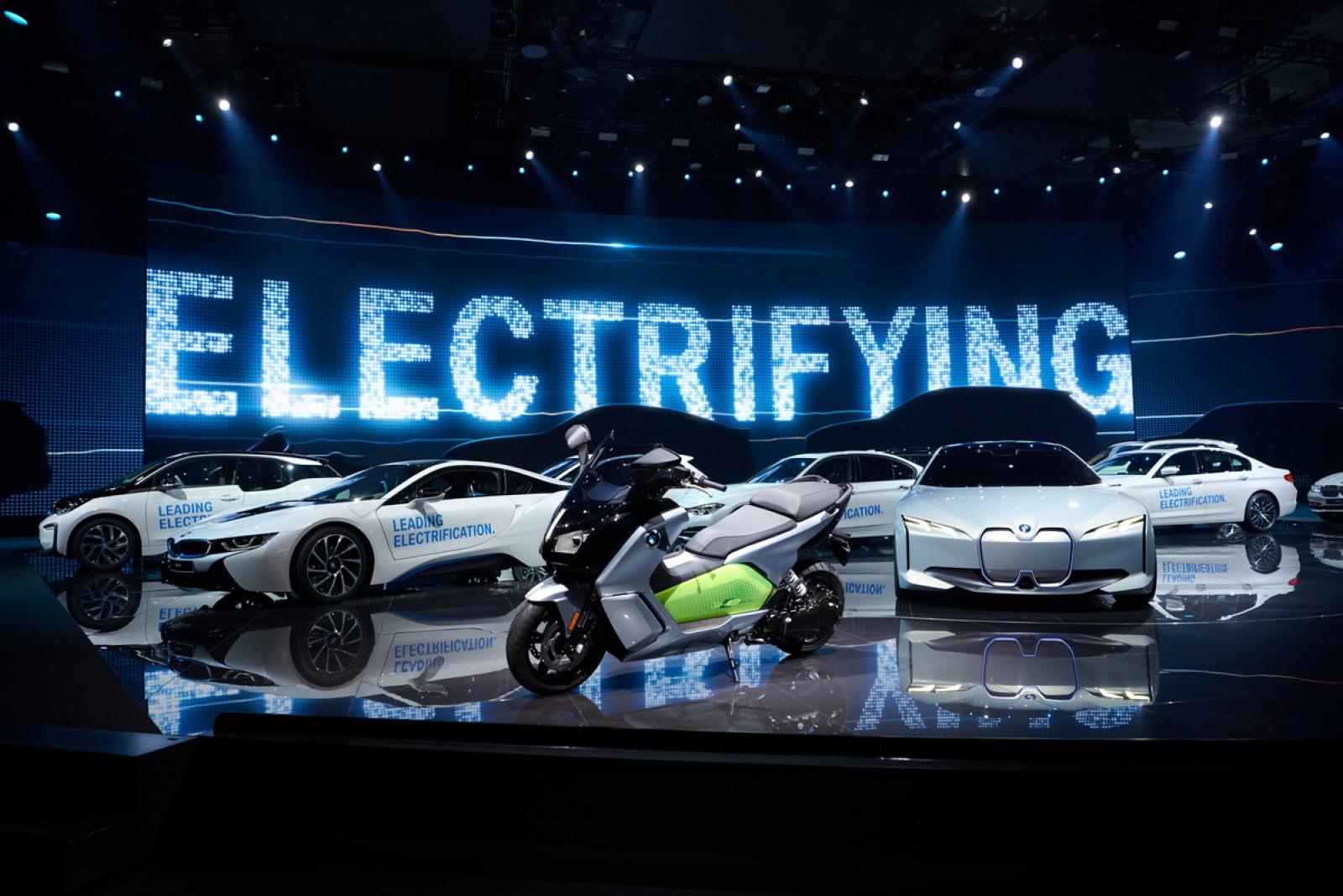(video) Planurile de electrificare a maşinilor din gama BMW: 25 de modele noi până în 2025