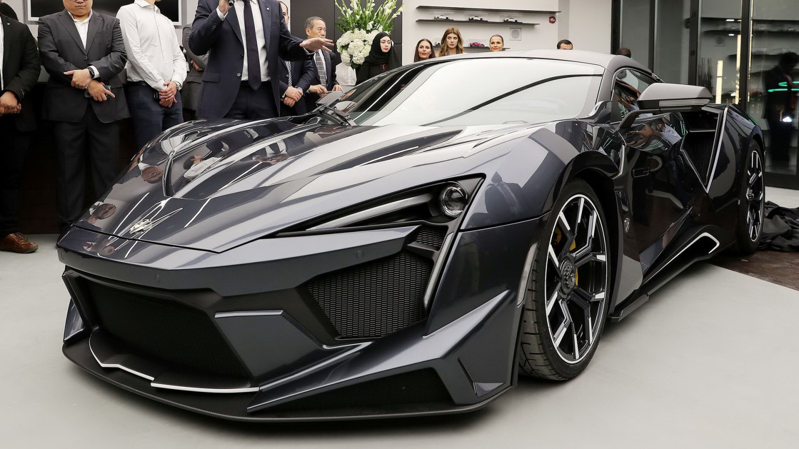 (video) Premieră în Dubai: Noul hipercar de serie Fenyr SuperSport