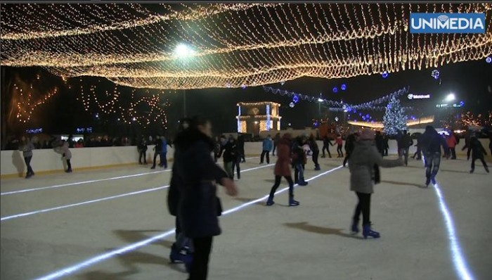 (video) Premieră pentru Moldova: Un patinoar în aer liber a fost deschis în PMAN