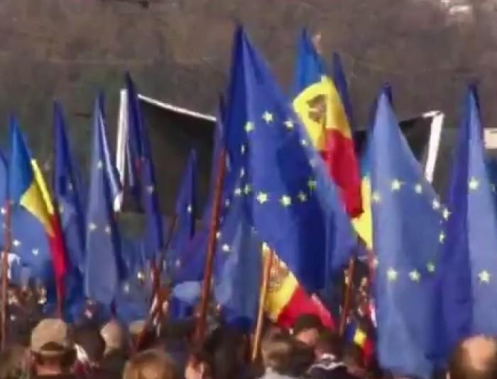 (video) Presa lituaniană: Moldovenii au ieșit pe străzile Chișinăului pentru a sprijini ambițiile țării la Vilnius