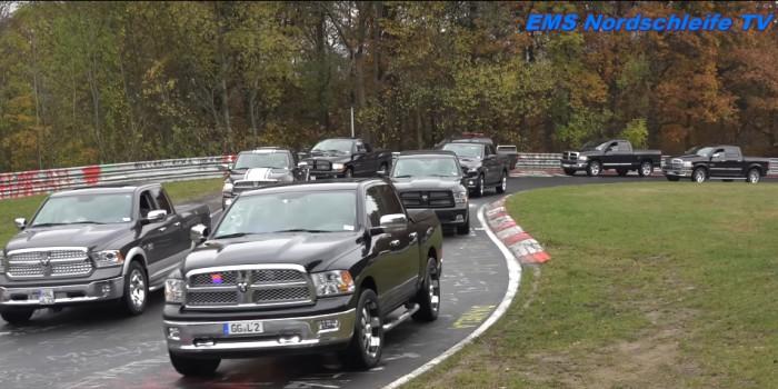 (video) Record mondial: Cea mai mare paradă de maşini în caroserie pick-up a avut loc pe Nurburgring