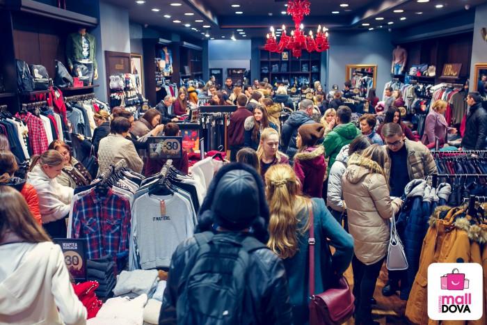 (video) Reduceri, distracție și multe premii! Cum a avut loc Noaptea Reducerilor la Shopping MallDova