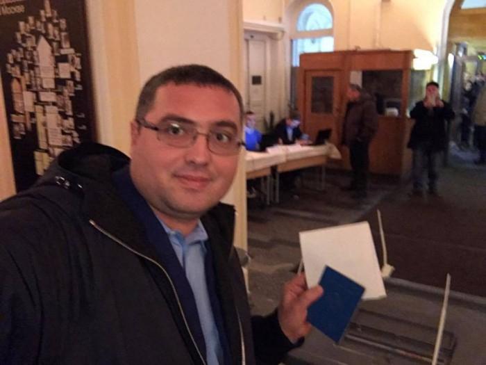 (video) Renato Usatîi și-a exercitat votul la o secție de votare din Federația Rusă. Susținătorii: Renato, Renato...