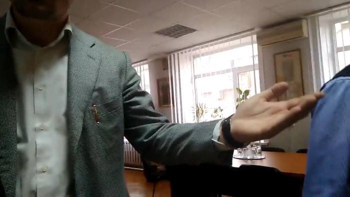 (video) Reporter al Ziarului de Gardă, bruscat de către angajați ai Preturii sectorului Centru