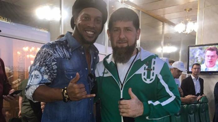 (video) Ronaldinho a fost invitat în Cecenia de către Ramzan Kadyrov. Brazilianul a fost un oaspete de lux la partida dintre Akhmat și Amkar