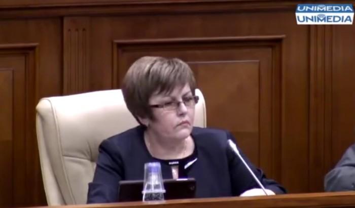 (video) Stop cadru: Ghimpu și lungimea fustei deputatei Ciobanu