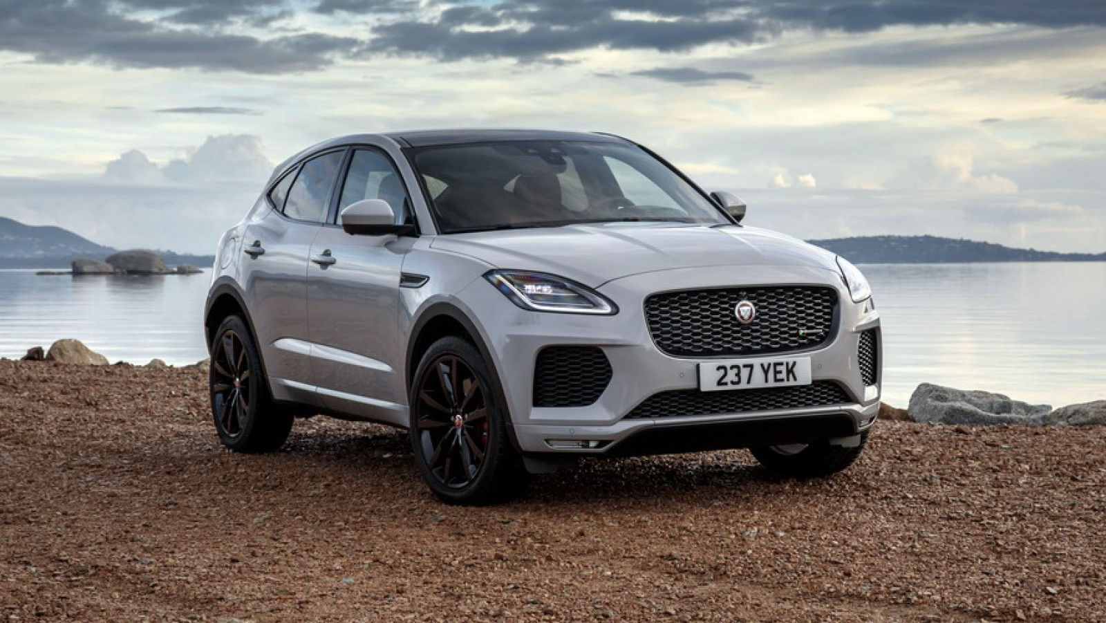 (video) Test Drive: Jaguar E-PACE R-Dynamic