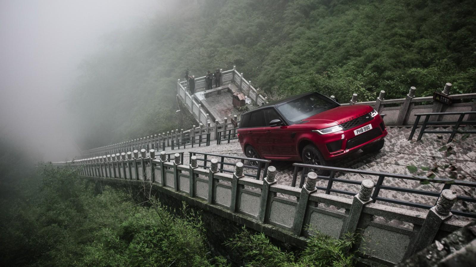 (video) Toţi credeau că e imposibil! Range Rover Sport a cucerit un traseu cu 99 de curbe şi o scară cu 999 de trepte