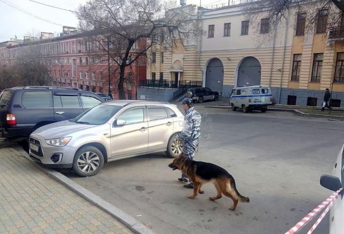 (video/update) A fost stabilit autorul atacului armat în sediul FSB din Habarovsk. Ar face parte dintr-o grupare neonazistă