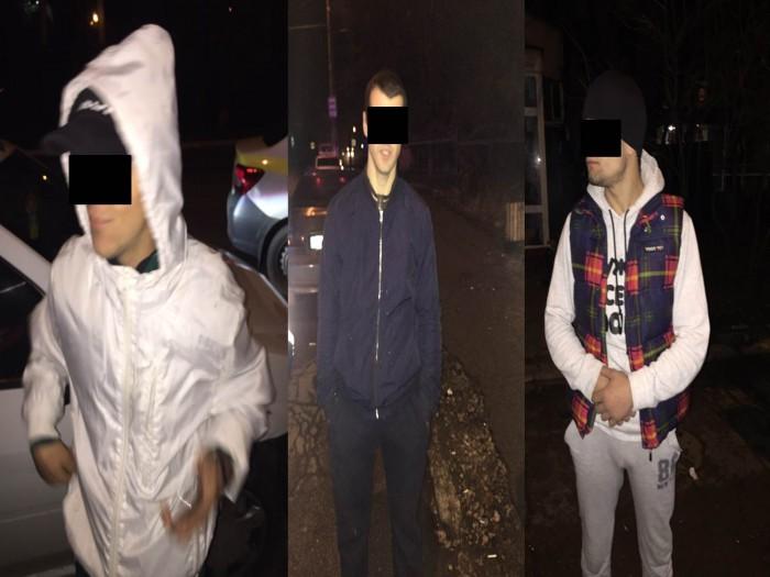 (video) Trei tineri, printre care și un minor, reținuți: Sunt bănuiți că l-ar fi bătut pe un cetățean străin și ar fi spart un magazin