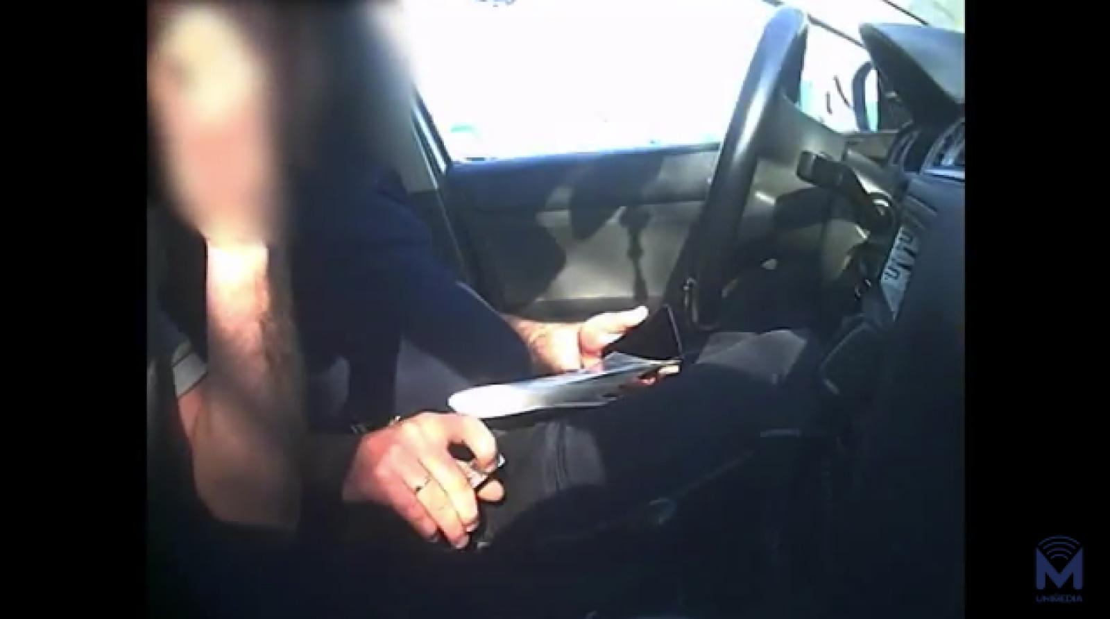 """(video) Tupeu de polițist: """"Șiii cu tine wăi? Nici 300 de euro nu te ajută. Parcă ești pățan talcovîi""""; Momentul în care omul legii cere mită"""