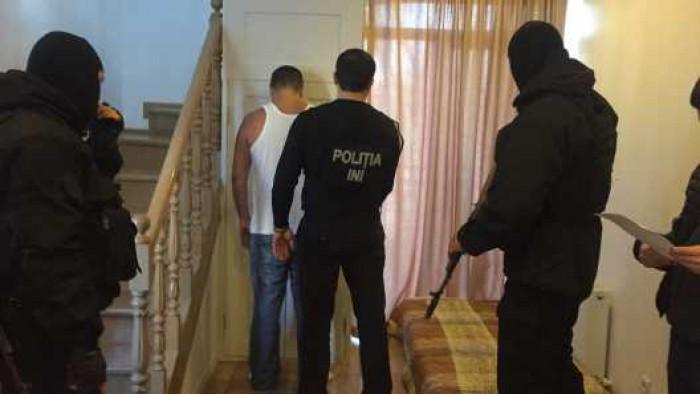 (video) Un american a recrutat 45 de fete din Moldova pentru prestarea serviciilor sexuale pe internet