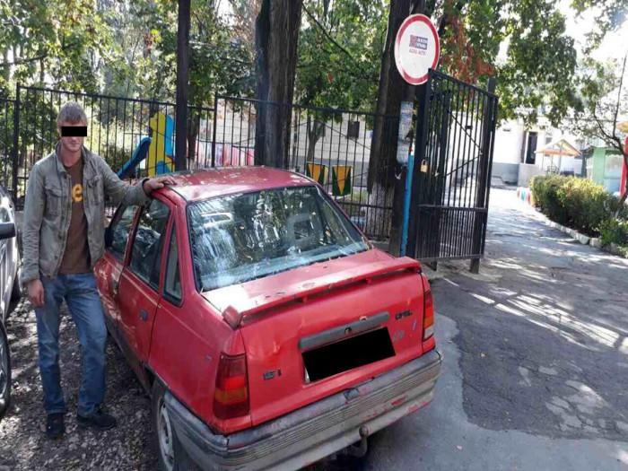 (video) Un bărbat de 28 de ani, reținut după ce ar fi furat o mașină de pe o stradă din Chișinău