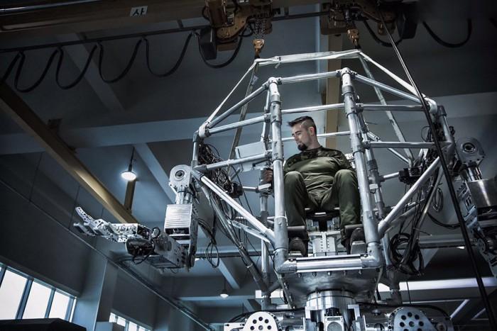 (foto) Un moldovean este designer al blockbusterelor de la Hollywood. Creează roboți și costume