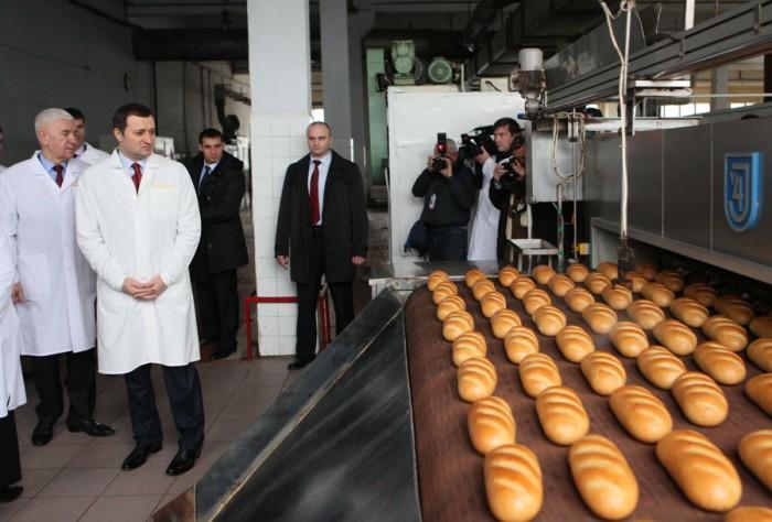 """(video) Una caldă, alta rece. Pâinea nu se scumpește, dar se vor majora prețurile la alte produse """"Franzeluța"""""""