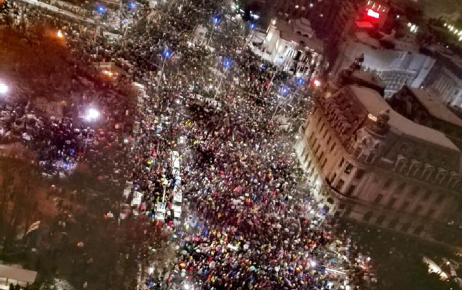 (video/update) Protestul de amploare din București a durat patru ore și a scos circa 70.000 de români în stradă