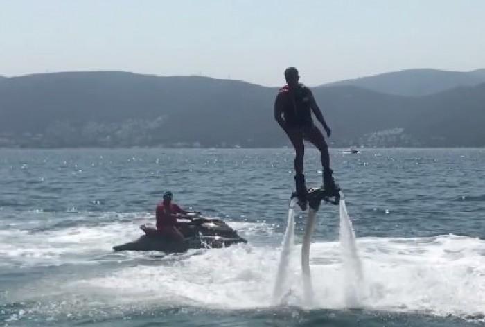 (video) Vladimir Plahotniuc, surprins practicând sportul extrem: Flyboard-ul e mai stabil decât politica