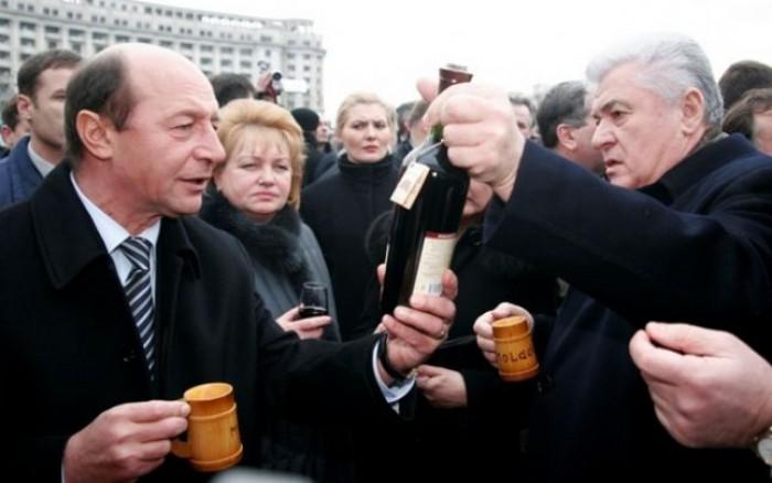 (video) Voronin spune motivul pentru care i-a dăruit lui Băsescu cele 11 mii de sticle de vin. Parlamentul a izbucnit în hohote